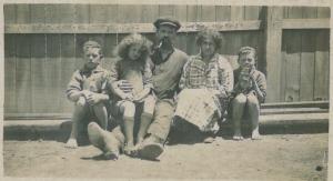The Daniel Family - Barney, May, Charles, Ida, John about 1920. - Barney Daniel Collection.